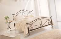 Изображение кованой двухспальной кровати