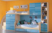 Изображение даухярусной кровати удачно скомпанованной с шкафом