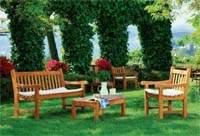 Изображение дачный стол и стулья на поляне