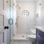 белаЯ ваннаЯ комната с душевой