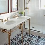 белаЯ ваннаЯ комната с мозаикой