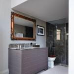 белаЯ ваннаЯ комната с окном
