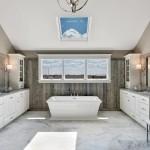 большаЯ ванна в маленькой комнате