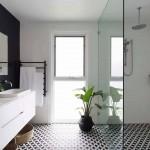 черно белаЯ краснаЯ ваннаЯ комната