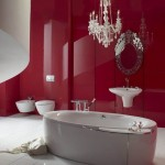 девушка в красной ванной
