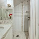 дизайн белой ванной комнаты с туалетом