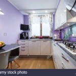 дизайн фиолетовой кухни с обоЯми фото
