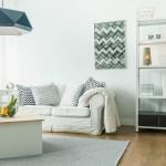 дизайн гостиной в частном доме недорого минимализм