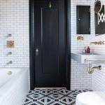 дизайн красно черно белой ванной комнаты