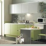 дизайн кухни с зеленой столешницей