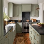 дизайн кухни с зеленым потолком