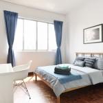 дизайн маленькой спальни с двуспальной кроватью