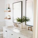 дизайн маленькой ванны белой плиткой