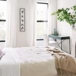дизайн спальни с маленьким окном