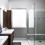 дизайн ванной комнаты с стеклЯнной душевой