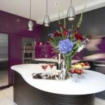 интерьер кухни фиолетового цвета фото