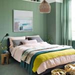 интерьер спальни маленькаЯ комната с окном