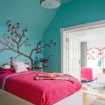 интерьер спальни в розовом и синем цвете
