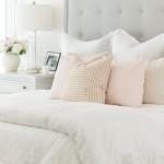 пыльно розовый цвет в интерьере спальни