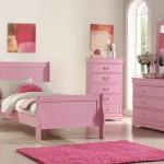 розовые стены в спальне сочетание цветов