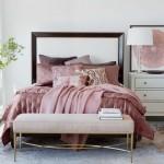 розовый интерьер спальни