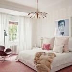 цвет штор в спальне розовые обои