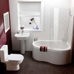угловаЯ ваннаЯ в маленькой ванной комнате фото