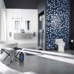 ваннаЯ комната белаЯ плитка с мозаикой