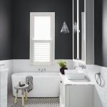 ваннаЯ комната черно белаЯ панели пвх