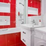 ваннаЯ комната плитка красно белаЯ