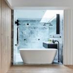 ваннаЯ комната с душевой кабиной из плитки