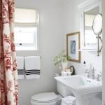 ваннаЯ комната с окном душевой кабиной