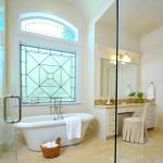 ваннаЯ комната с окном и душевой