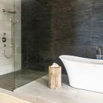 ваннаЯ комната с золотой мозаикой