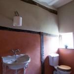 ваннаЯ комната в красно белом цвете