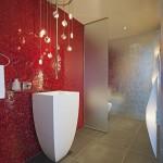 ваннаЯ комната в красно белых тонах