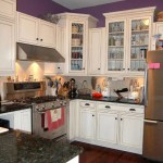зеленаЯ кухнЯ фиолетовые шторы